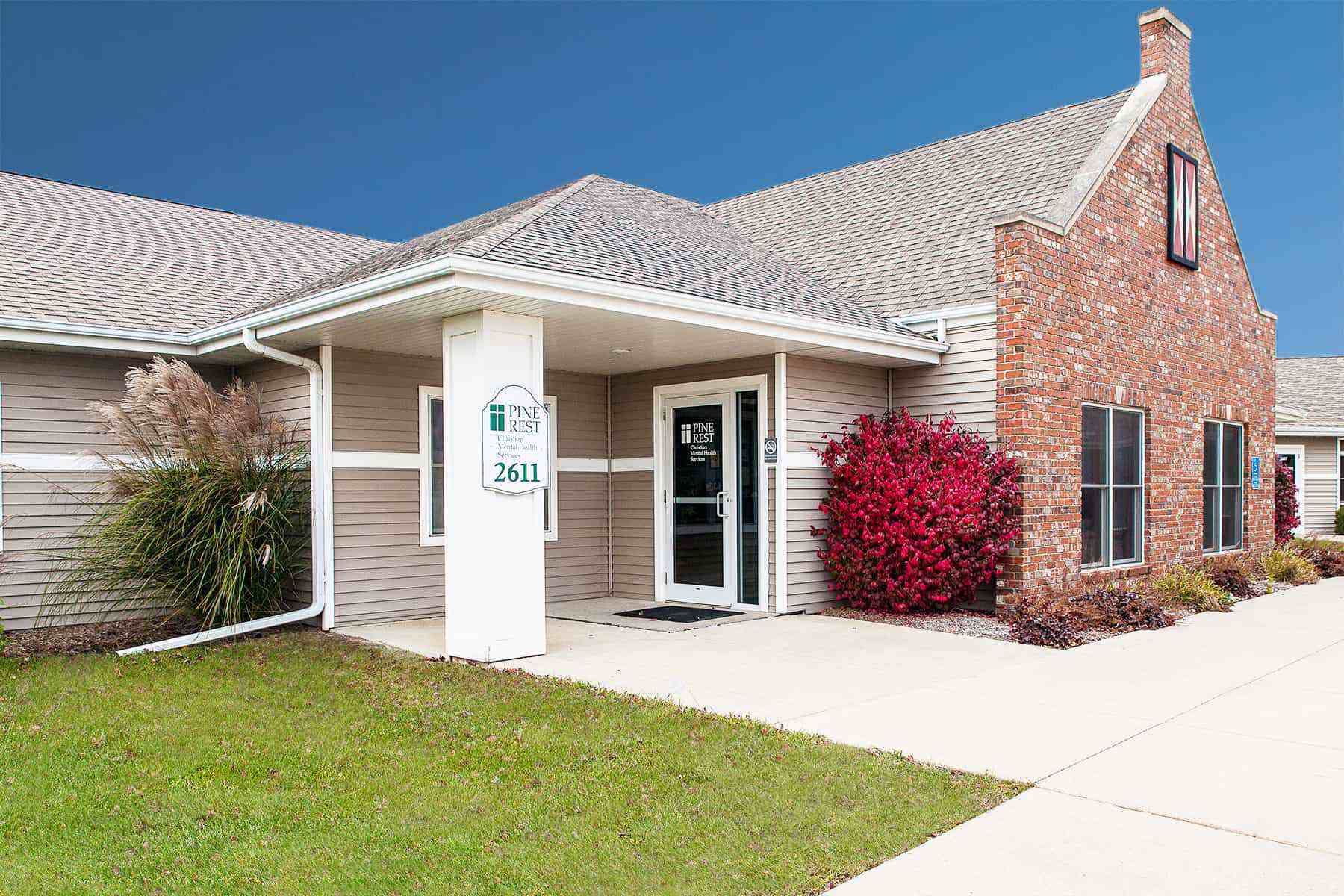 Pella Clinic building exterior